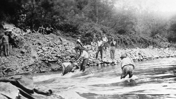 miners in river warrandyte